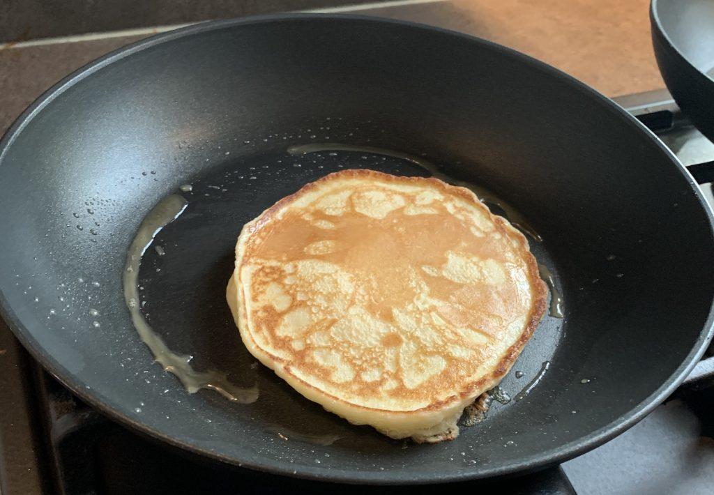 American pancake in de pan