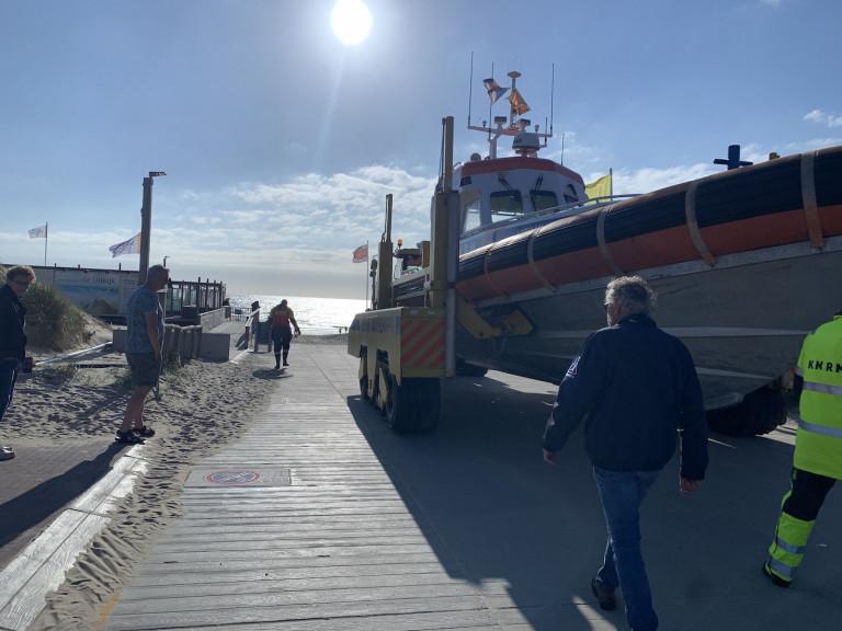 Reddingboot lanceren strand