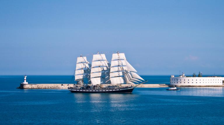 Sailboat entering the bay